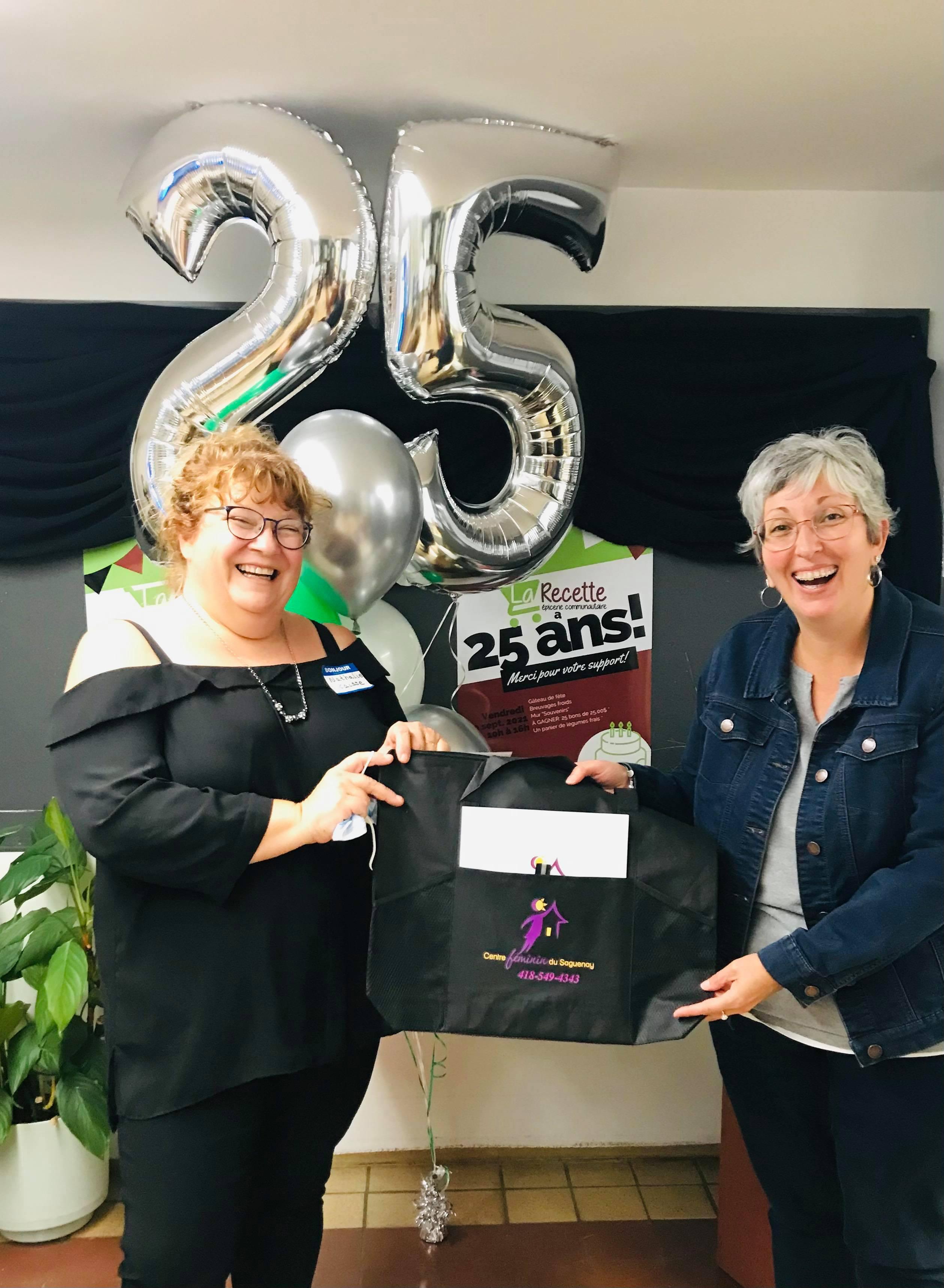 <p>Nathalie Lavoie et Marie-Claude Bouchard du Centre féminin du Saguenay.</p>